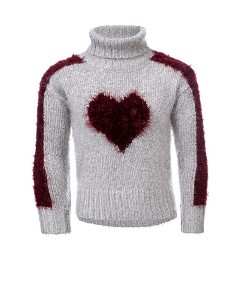 Sweater knitted heart